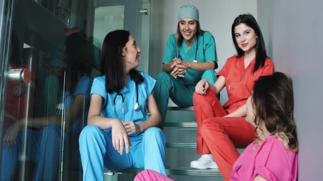 The Best 8 Countries For Nursing Jobs !